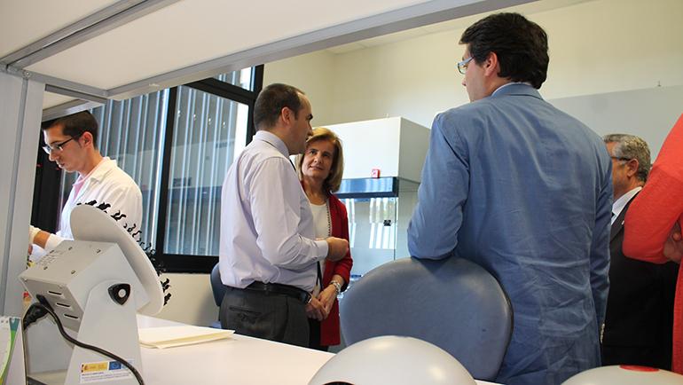Fátima Báñez visita las instalaciones de Canvax Biotech