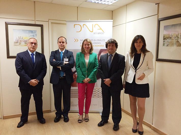 De izda. a dcha.: Juan Cruz Cigudosa, Enrique Samper, Isabel García, Manuel Pérez, y Ángel Pérez