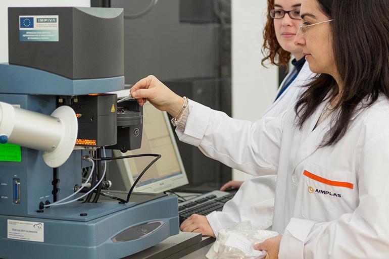 Nuevos envases plásticos mejorarán la estabilidad de los colirios elaborados en las farmacias hospitalarias