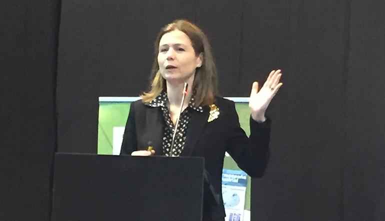 La directora de la AEMPS, María Jesús Lamas, inauguró Farmaforum