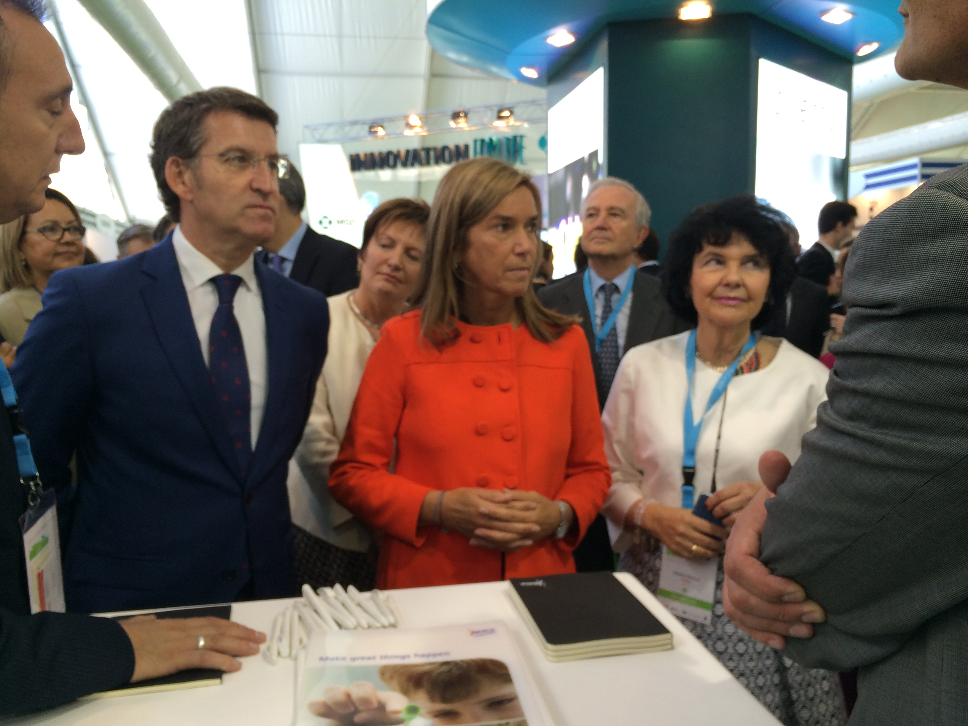 De izda. a dcha.: Alberto Núñez Feijó, Presidente de la Xunta de Galicia; Ana Mato, Ministra de Sanidad, y Regina Revilla, Presidenta de ASEBIO