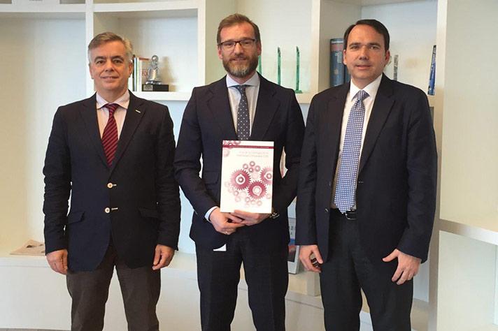 """Fundación AstraZeneca y Fundación Gaspar Casal publican la monografía """"Rol de la Investigación en Efectividad Comparada"""""""