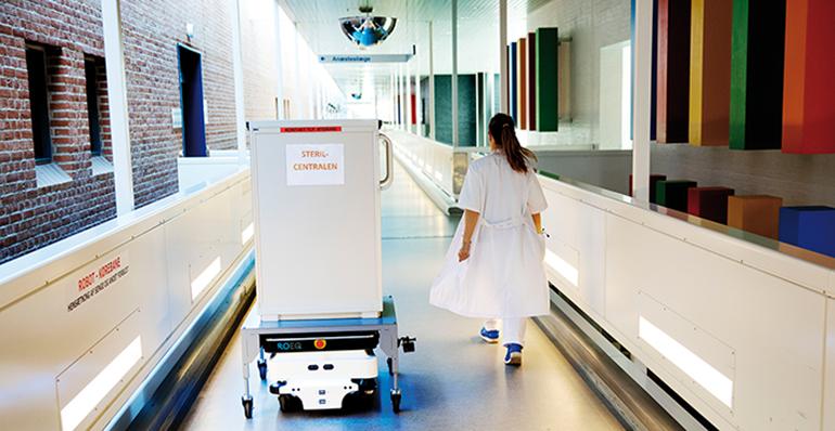 Robot móvil para el transporte de productos estériles hospitalarios