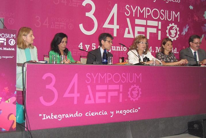 De izda. a dcha.: Ana López, Beatriz Artalejo, Humberto Arnés, Carmen Castañón, Belén Crespo y Manuel Molina.