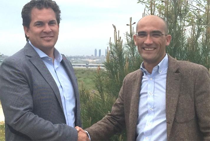 De izda. a dcha.: Gabriel Tallada, director de Qualipharma, y Carlos Fernández, gerente de la división CSV